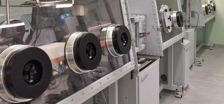 Uranium glovebox suite for sample production and preparation