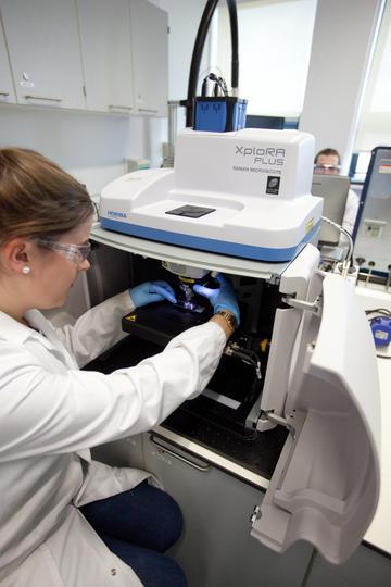 Scientist performing Raman microspectroscopy